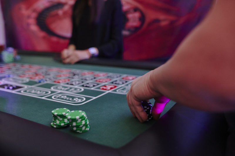 ruletka, żetony, kasyno, adrenalina
